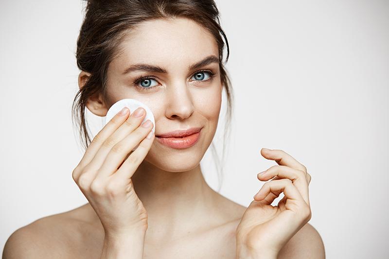 Nafta kosmetyczna- jak stosować ją na twarz?