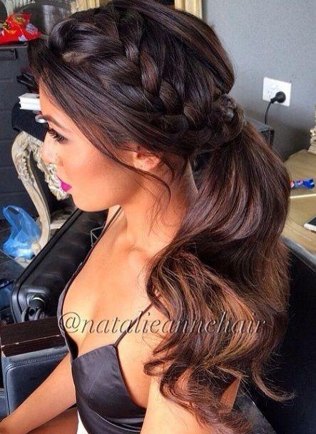 Długie ciemne włosy z warkoczem