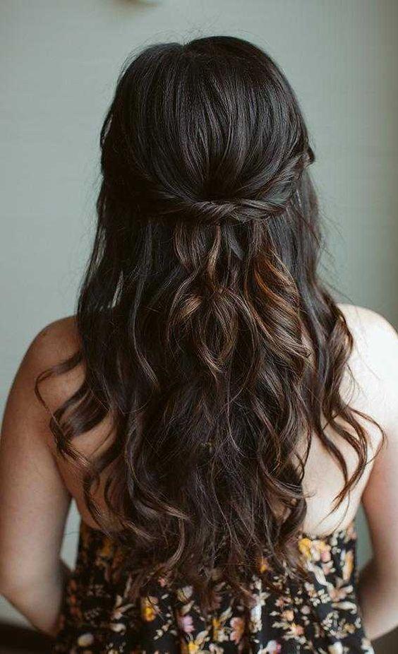 Długie pofalowane włosy