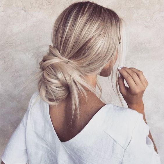 Inspiracja na upięcie blond włosów