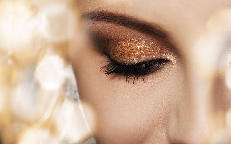 Jak nakładać korektor pod oczy, aby makijaż był trwalszy?