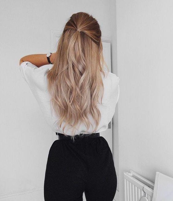Pomysł na upięte blond włosy