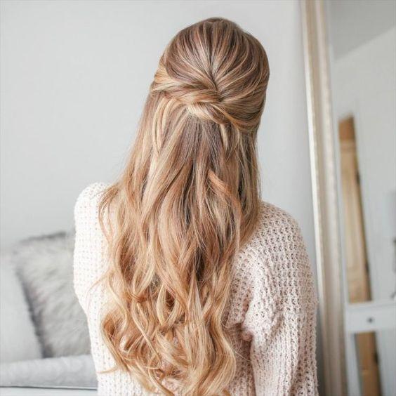 Pomysły na upięcie blond włosów